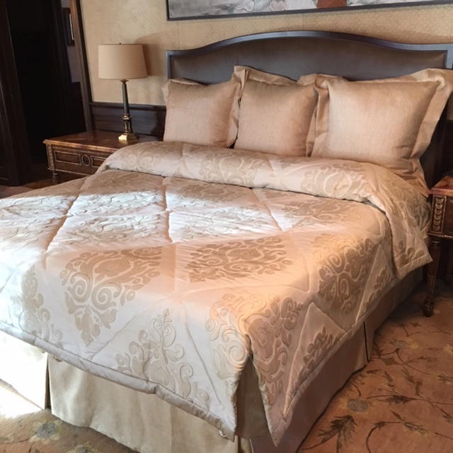 Bedroom ensemble carstens mojave sunset bed cover collection exclusive project on newloghome for Linda platform customizable bedroom set